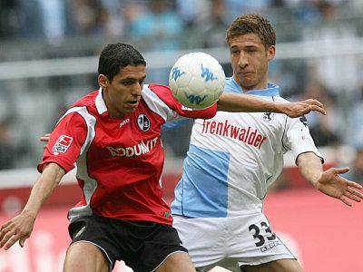 Karim Matmour gegen Fabian Johnson (re.)