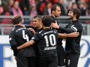 Die Ingolstädter feiern das 1:0 durch Vratislav Lokvenc