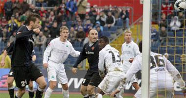 Goran Sukalo köpft das 2:0 gegen Fürth.