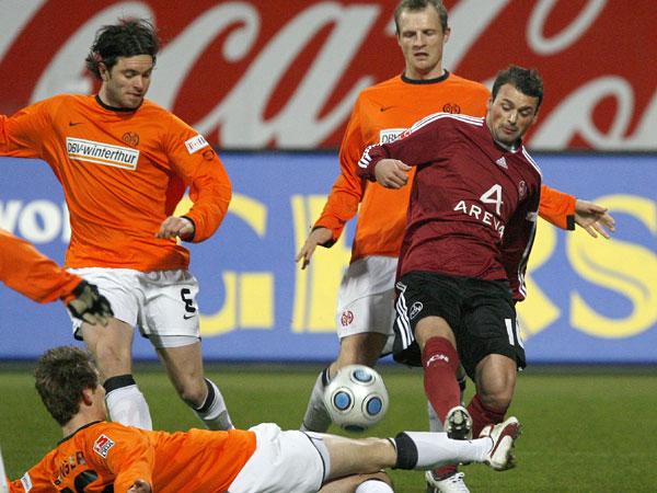 Bungert (Mainz) stoppt Bunjaku (FCN)