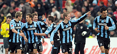 Münchens Sven Bender (2.v.re.)jubelt über das 3:2.