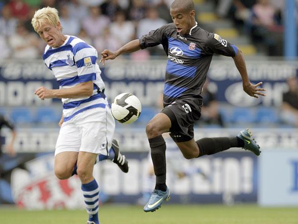 Fahrenhorst (Duisburg, li.) gegen Junior Ross (FSV)