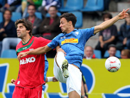 Kees Kwakman (FC Augsburg, li.) und Roman Prokoph (VfL Bochum)