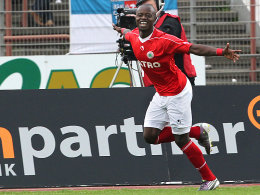 Moses Lamidi feiert sein Tor zum 1:0