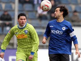 Bielefelds Schuler kommt Federico (li.) zuvor