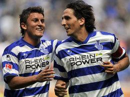 Sefa Yilmaz (l.) gratuliert Ivica Grlic zu dessen Tor zum 1:0
