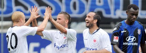 Derby-Torschützen für die Eintracht: Rode, Köhler und Gekas freuen sich, Gueye wendet sich enttäuscht ab.