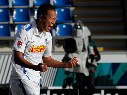 Chong Tese bejubelt sein soeben erzieltes 2:0