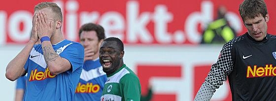 Bochums Vogt versteckt sein Gesicht, Asamoah lacht herzlich