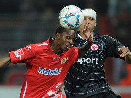 Patrick Zoundi (1. FC Union Berlin), Anderson (Eintracht Frankfurt, rechts)