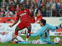 Sembolo bezwingt St. Paulis Keeper Tschauner.