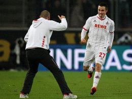 Diebische Freude nach dem 2:1: Schütze Clemens eilt zu seinem Trainer Holger Stanislawski.