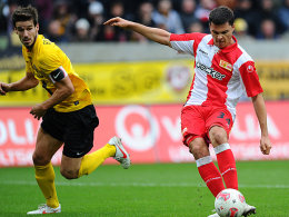 Fabian Schönheim (re.) trifft zum 1:0.