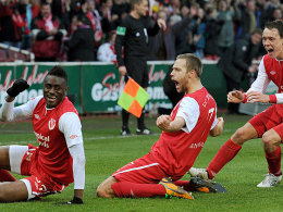 Boubacar Sanogo, Daniel Brinkmann, Alexander Bitroff (von links nach rechts, alle FC Energie Cottbus)