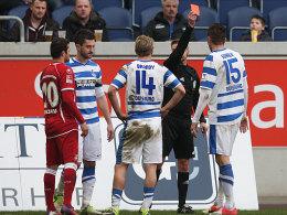 Schiedsrichter Schriever zeigt Sukalo die Rote Karte