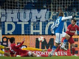 Einer gegen alle: Bochums Kramer schießt nach Solo zum 2:1 ein.