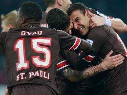 St. Pauli bejubelt den Treffer zum 1:0