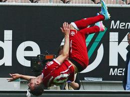 Lautern steht Kopf: Bunjaku erzielte das erste und das vierte Tor für den FCK gegen den FSV Frankfurt.