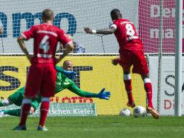 Idrissou verwandelt einen Strafstoß zum 1:0