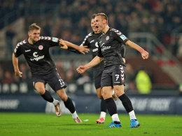 Konnte sein Glück nach der Führung kaum fassen: St. Paulis Sechser Bernd Nehrig besorgte das zwischenzeitliche 1:0 (#7).