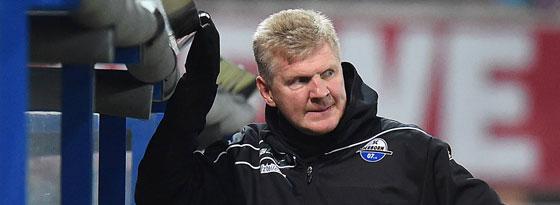 Sichtlich bedient: Paderborns Trainer Stefan Effenberg.