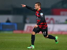 Sucht nach seinem 1:0 den Weg zur Bank: Duisburgs Torschütze Kevin Wolze.
