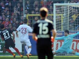 Höfler überwindet FCK-Keeper Müller