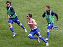 Chanturia dribbelt und schie�t Duisburg in die Relegation