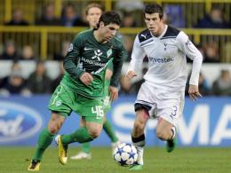 Onur Ayik (li.) gegen Gareth Bale
