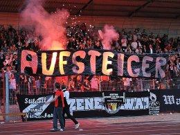 Die beiden Traditionsklubs Wattenscheid und Uerdingen sind in die Regionalliga West aufgestiegen.