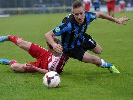 """Wirft sich demnächst für die """"Fohlen"""" in die Zweikämpfe: FCS-Defensivmann Tim Knipping (re.)."""