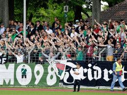 Anstoß des Ärgers: Die Schweinfurter Fans sorgten mit ihren Böllern für eine Unterbrechung mit weitreichenden Folgen.