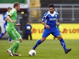 Muhamed Alawie (re.), hier noch im Trikot des Goslarer SC, im Zweikampf mit Julian Klamt.