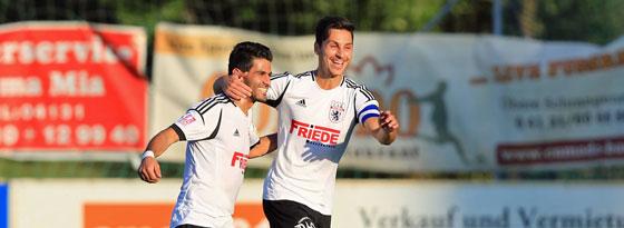 Ali Moslehe (li.) und Oliver Ioannou haben allen Grund zur Freude: Der Lüneburger SK holte zwölf Punkte aus den vergangenen fünf Partien.