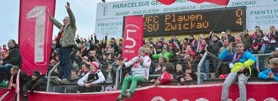 Zu früh gefreut: ohne die vier Punkte gegen den VFC Plauen jubeln Fans des FSV Zwickau nicht mehr von der Tabellenspitze