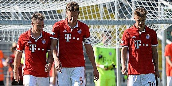 Nullnummer im Derby: Karl-Heinz Lappe, Nicolas Feldhahn und Niklas Dorsch (v.li.) vom FC Bayern.