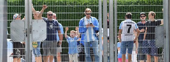 Die Löwen-Fans mussten wegen der DFB-Strafe beim Spiel am Dienstag draußen bleiben.