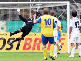 Schuss ins Glück: Rahn trifft per schönem Freistoß entscheidend gegen Oberhausen.
