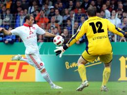 Vollspann: Albert Bunjaku erzielt das 1:0 für Nürnberg in Trier.
