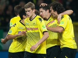 BVB-Jubeltraube: Lewandowski (2. v.r.) hatte Dortmund gegen Dresden in Führung geschossen.