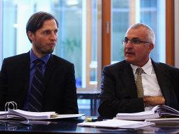 Hofften vergeblich, den Pokalausschluss vermeiden zu können: Dynamo-Geschäftsführer Volker Oppitz (li.) und Anwalt Christoph Schickhardt.