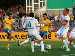 Kratz trifft zum 1:0 für Braunschweig in Lübeck.