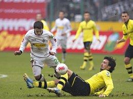 Einsatz gegen Bayern ungefährdet: Mats Hummels (hier gegen den späteren Torschützen Amin Younes) erlitt nur eine Oberschenkelprellung.