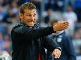 Sah einiges, das ihm nicht gefiel: FCA-Coach Markus Weinzierl in Magdeburg.