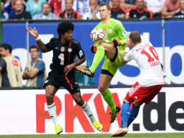 Gestoppt von Neuer und Dante: Guardiola warnt dennoch vor Hamburgs Angreifer Pierre-Michel Lasogga (re.).