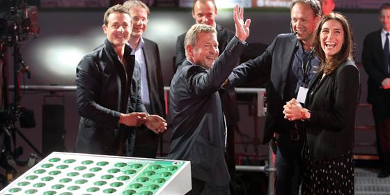 Der TuS Erndtebr�ck komplettiert die am Mittwoch von Andrea Petkovic (re.) ausgeloste erste Runde des DFB-Pokals.
