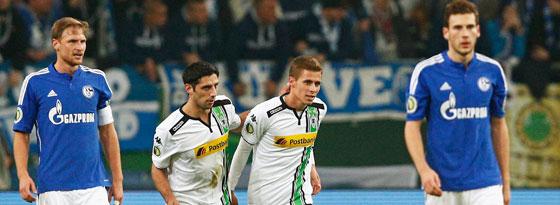 Die Gladbacher Stindl und Hazard jubeln, die Schalker Höwedes und Goretzka sind bedient.