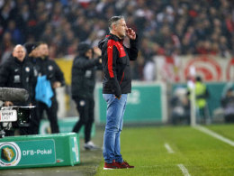 Kann sich über seinen ersten Sieg nur kurz freuen: VfB-Interimstrainer Jürgen Kramny steht vor einem Schicksalsspiel.