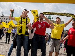 BVB- und FCB-Fans am Brandeburger Tor