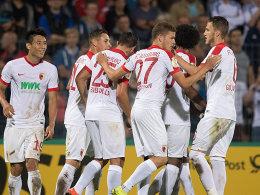 Glanzloser Sieg im Pokal: Spieler des FC Augsburg.
